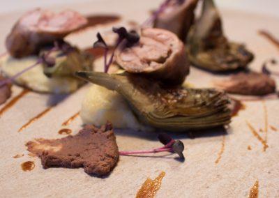 Spalla di Coniglio, i suoi fegati marinati al Dindarello con prugne e polenta di Gregorio Russo