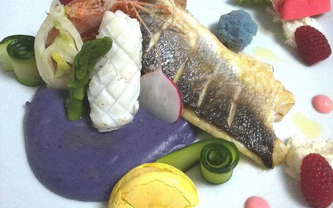Pescato del giorno a modo mio con purè di patate viola,verdure croccanti e maionese al lampone di Carlo Pedrotti
